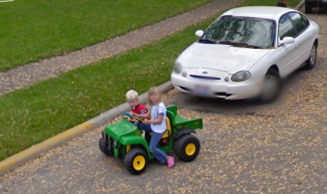 google-maps-street-view-captures-a-couple-out-on-a-first-date-