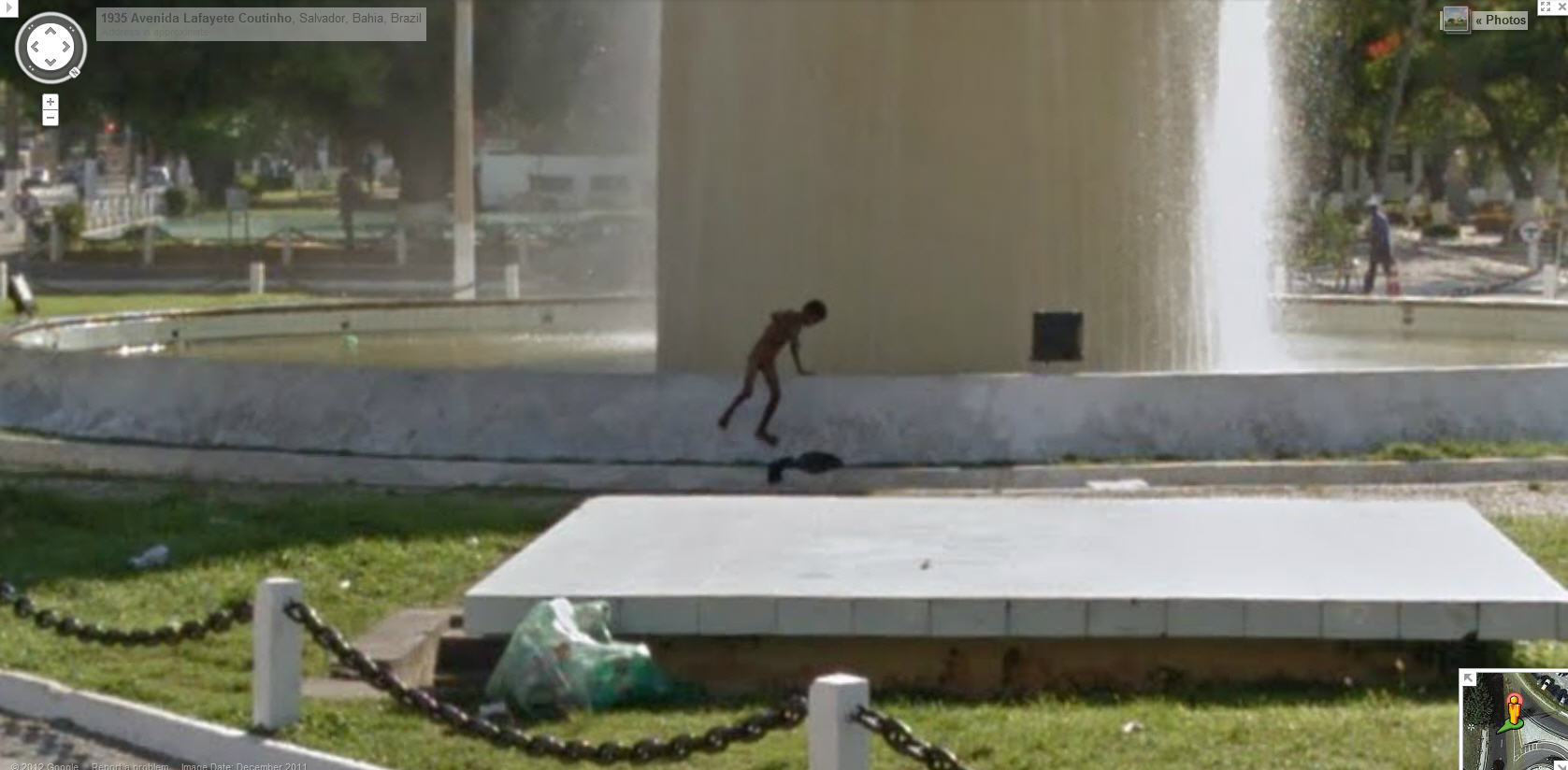 it-appears-there-is-an-alien-taking-a-bath-in-this-brazilian-fountain