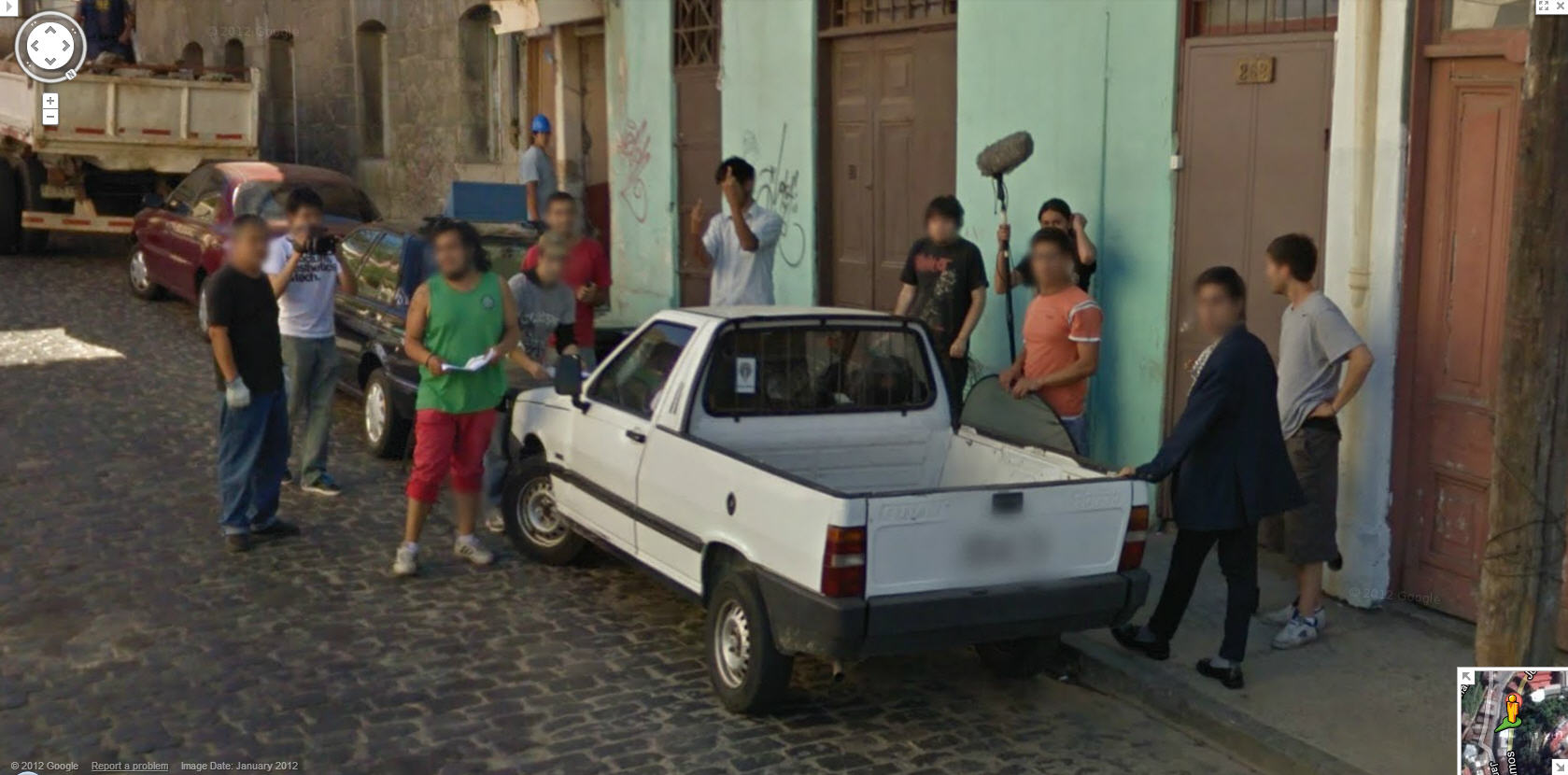 google-street-view-chile-gets-the-finger-from-a-film-crew