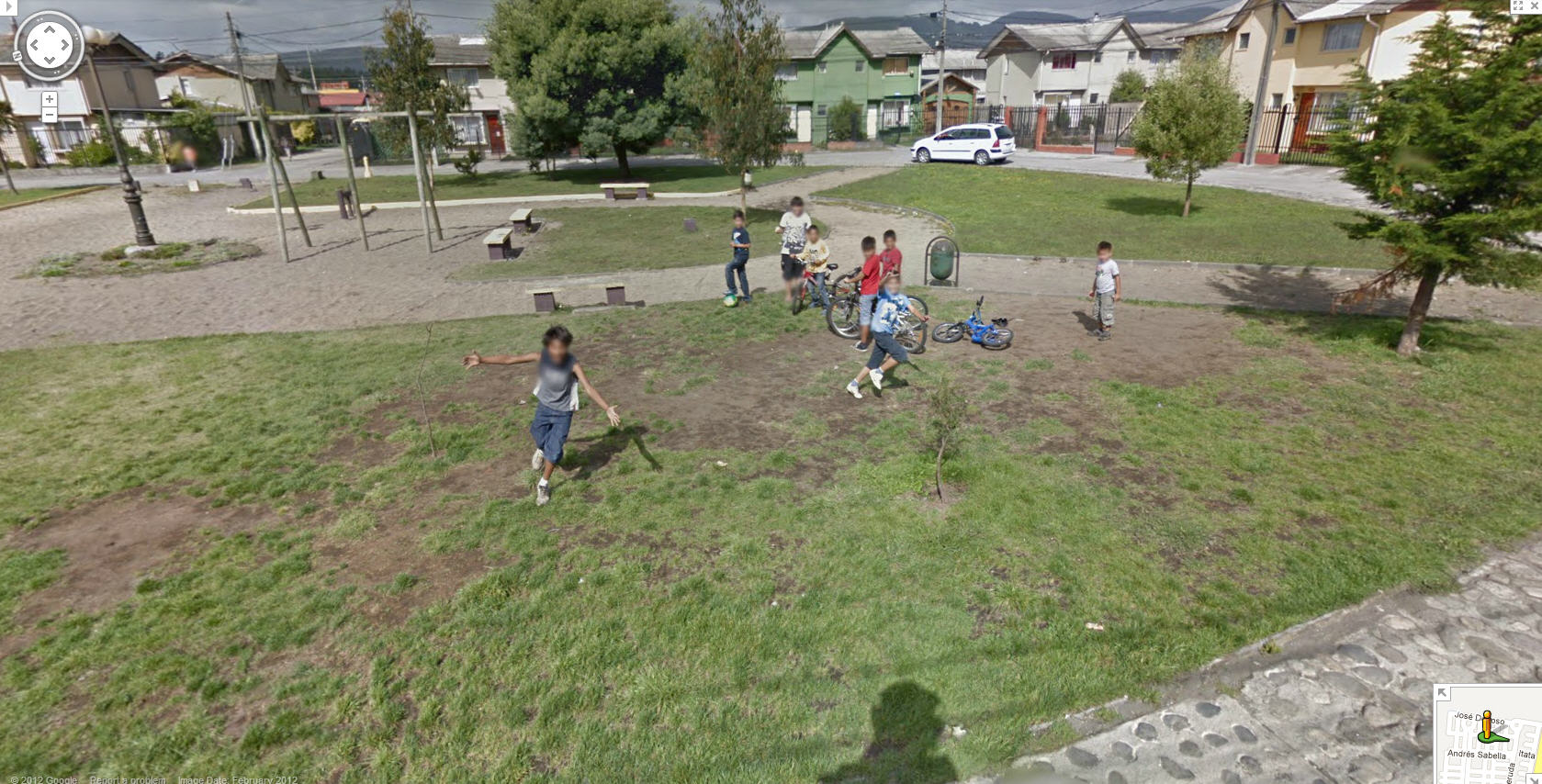 these-chilean-children-seem-happy-to-see-the-google-street-view-car