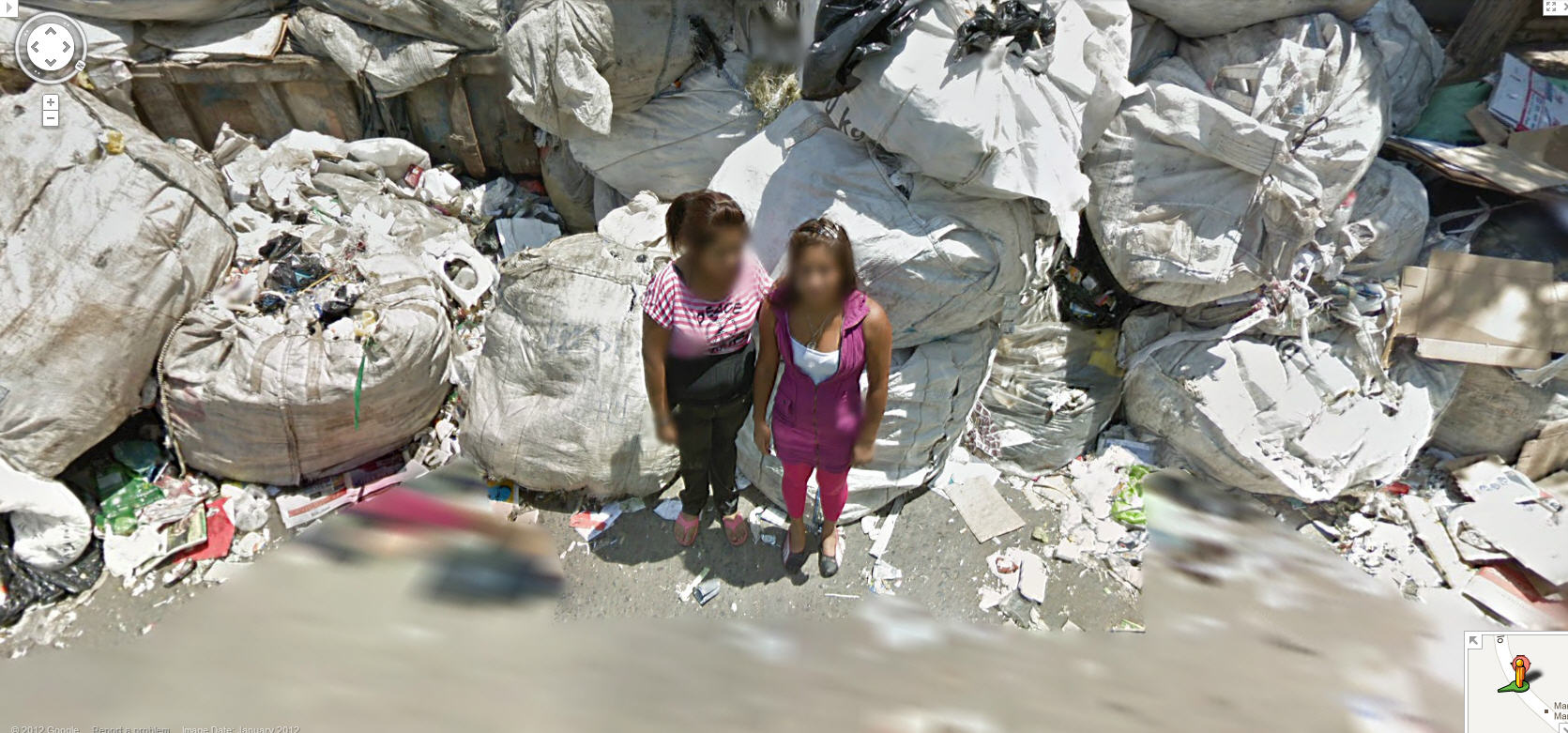 street-view-captures-a-contrast-in-chile-girls-and-garbage