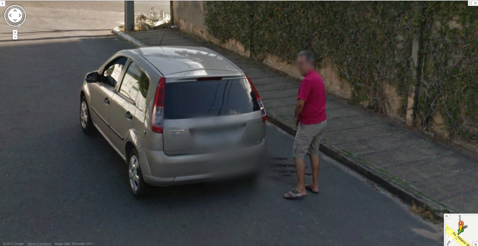 google-captures-a-guy-taking-a-pee-in-fortaleza-ceara-brasil