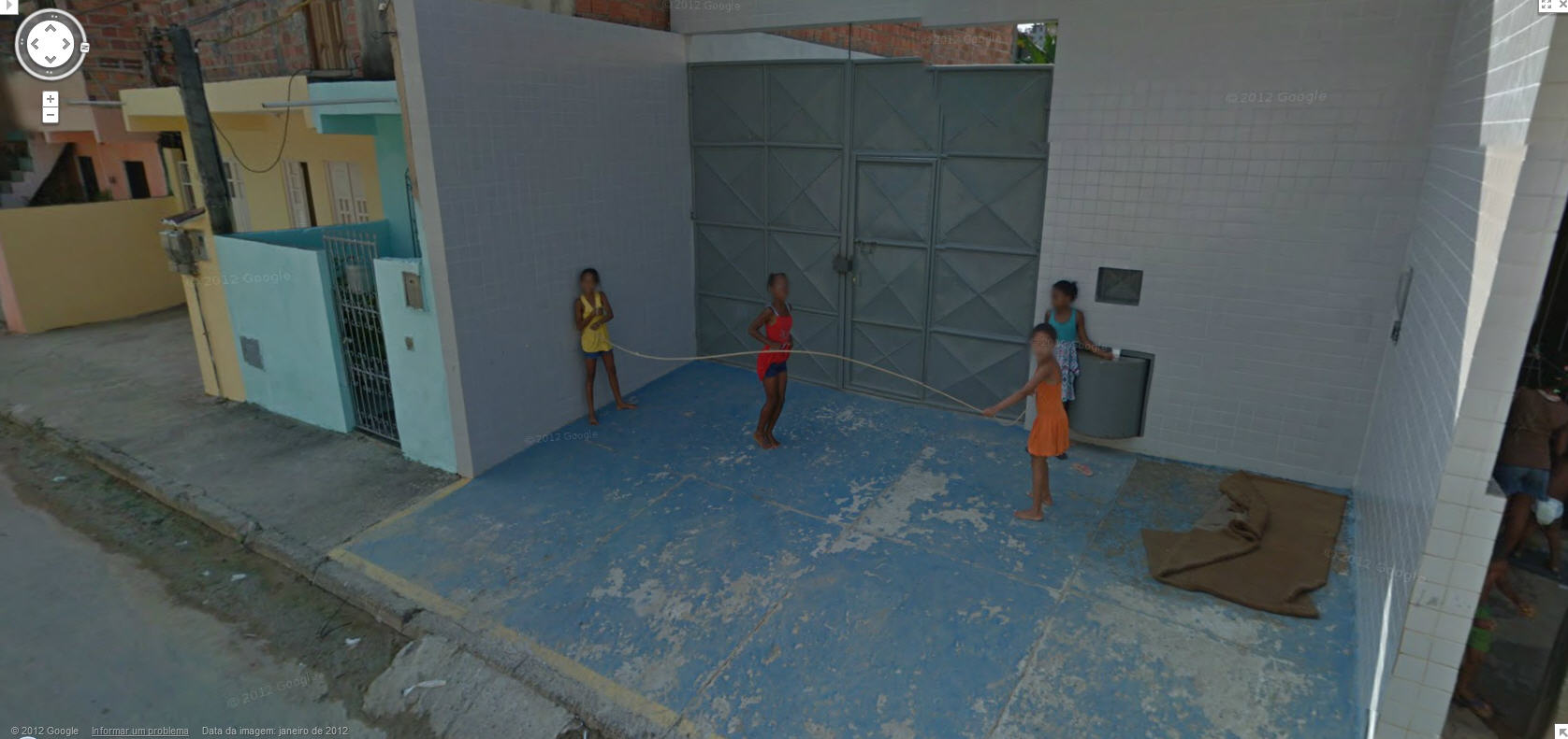 google-street-view-captures-some-happy-brazilian-girls-jumping-over-the-skipping-rope