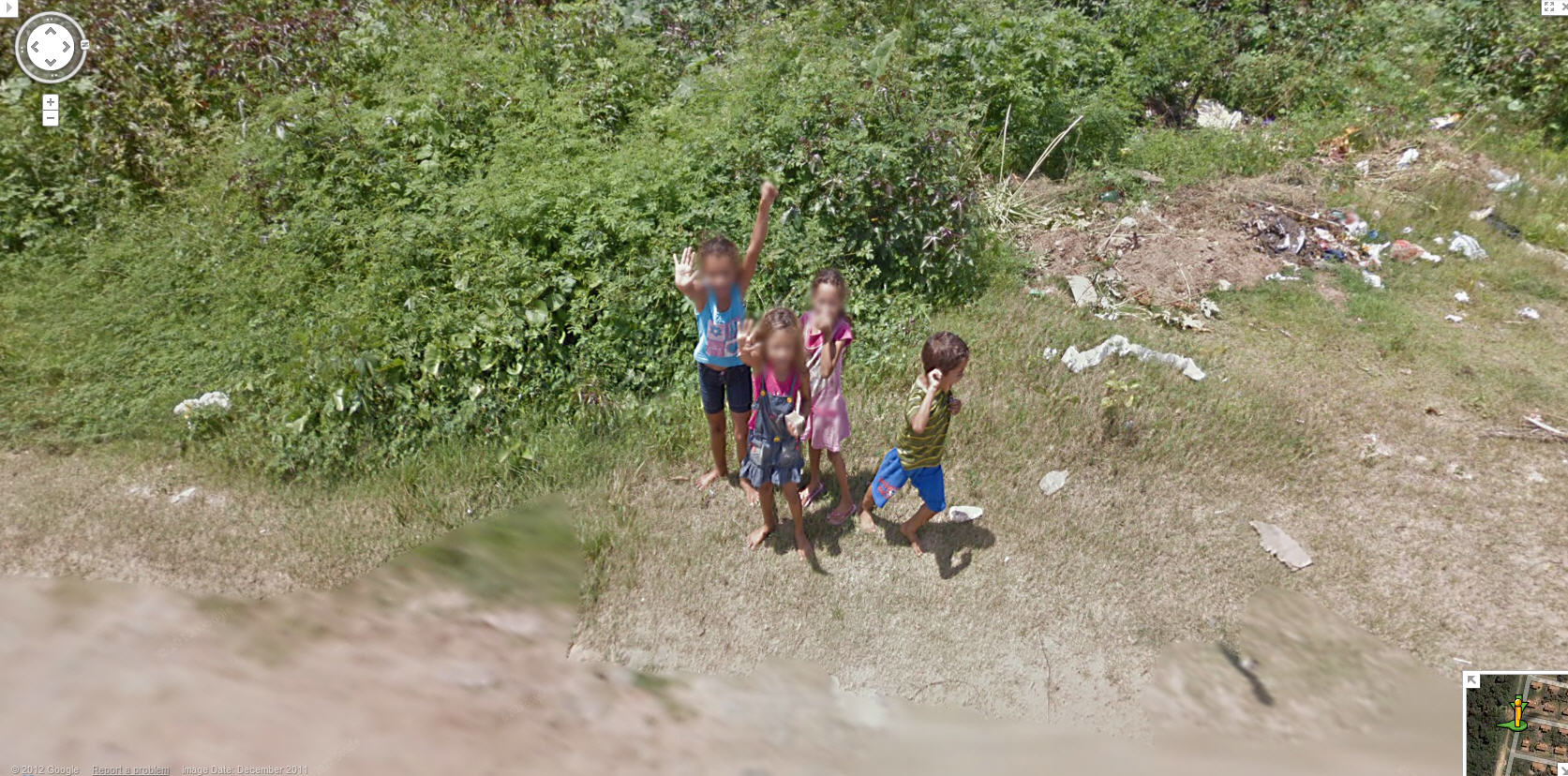 google-street-view-has-some-young-fans-in-a-small-village-in-brasil