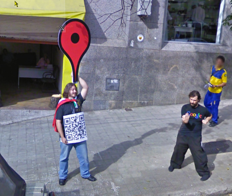 google-street-view-brazil-captures-one-of-the-elusive-google-staff