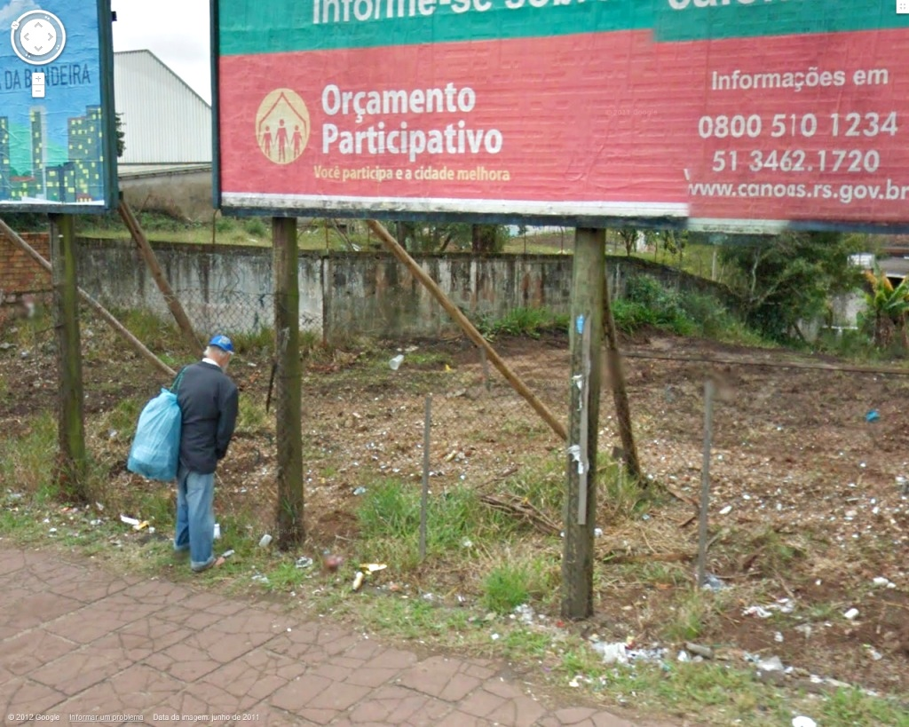 pissing-on-the-street-at-canoas-rs-brazil-1