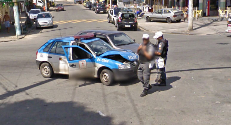 Google-street-view-brazil-captures-a-brazilian-police-car-in-an