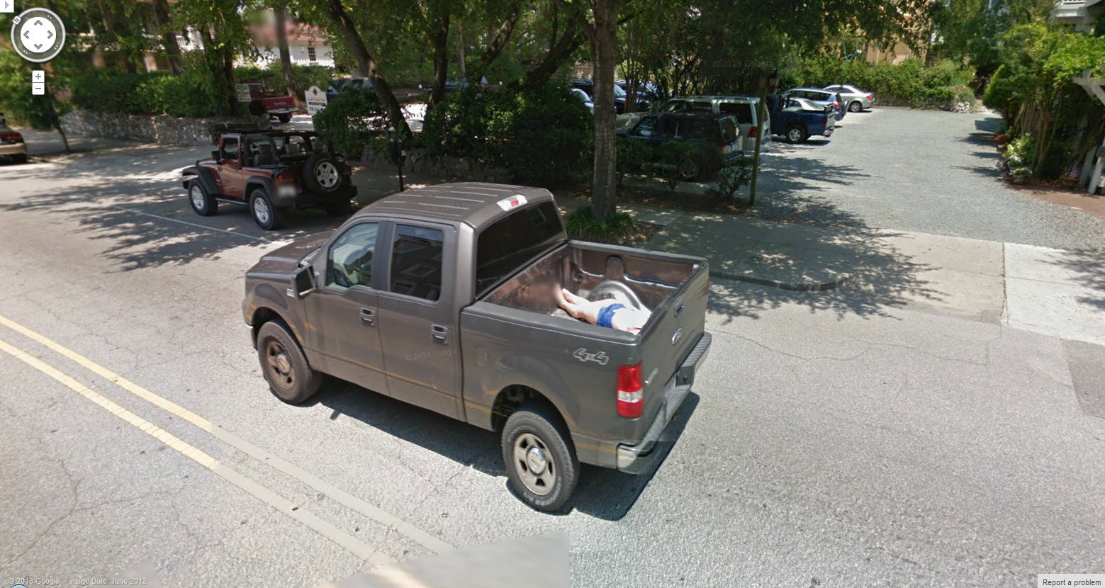 Google Street View Discovers a Dead Body in the Back of a Pickup!