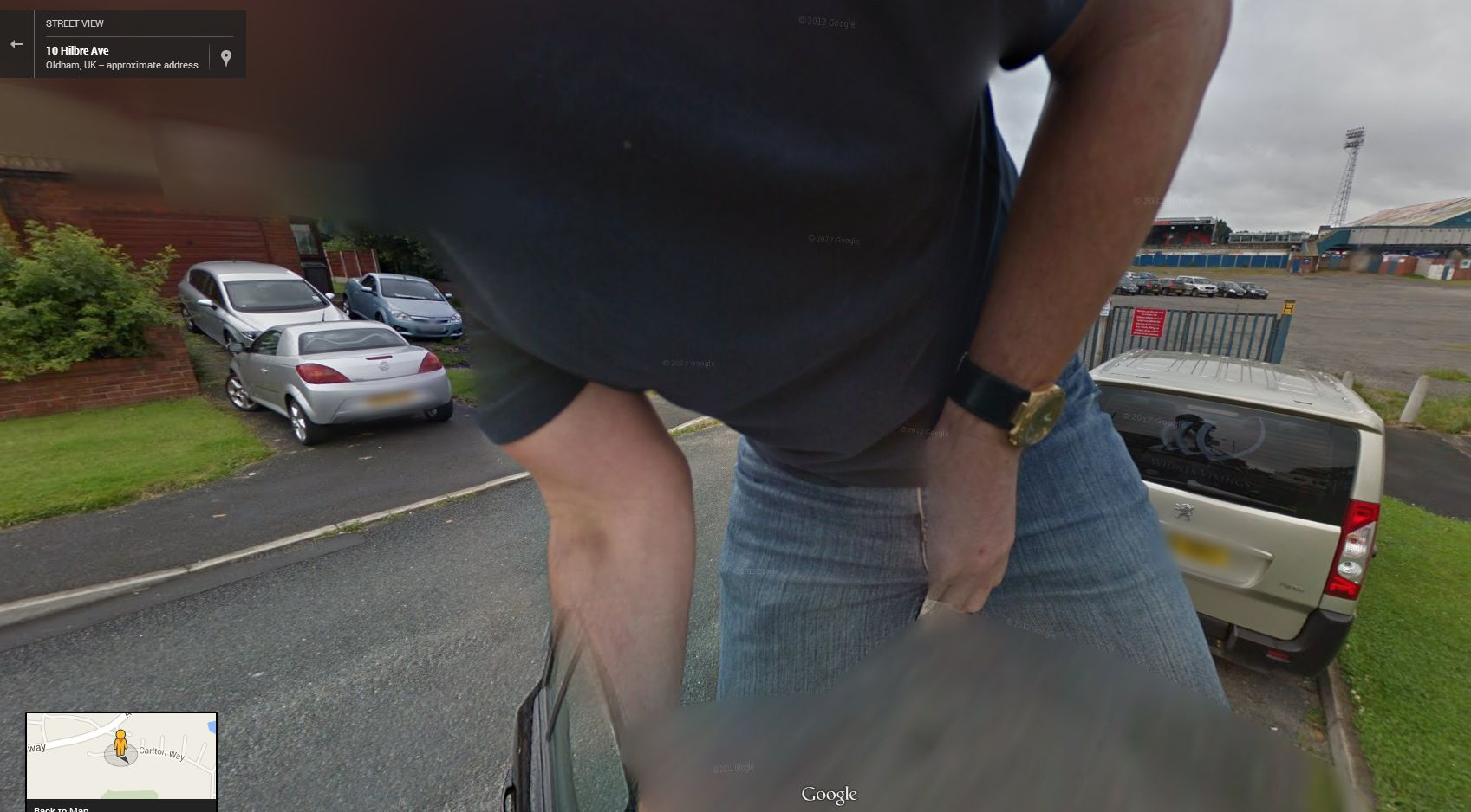 Hilarious – Guy Trying Some Moves on the Google Street View Camera