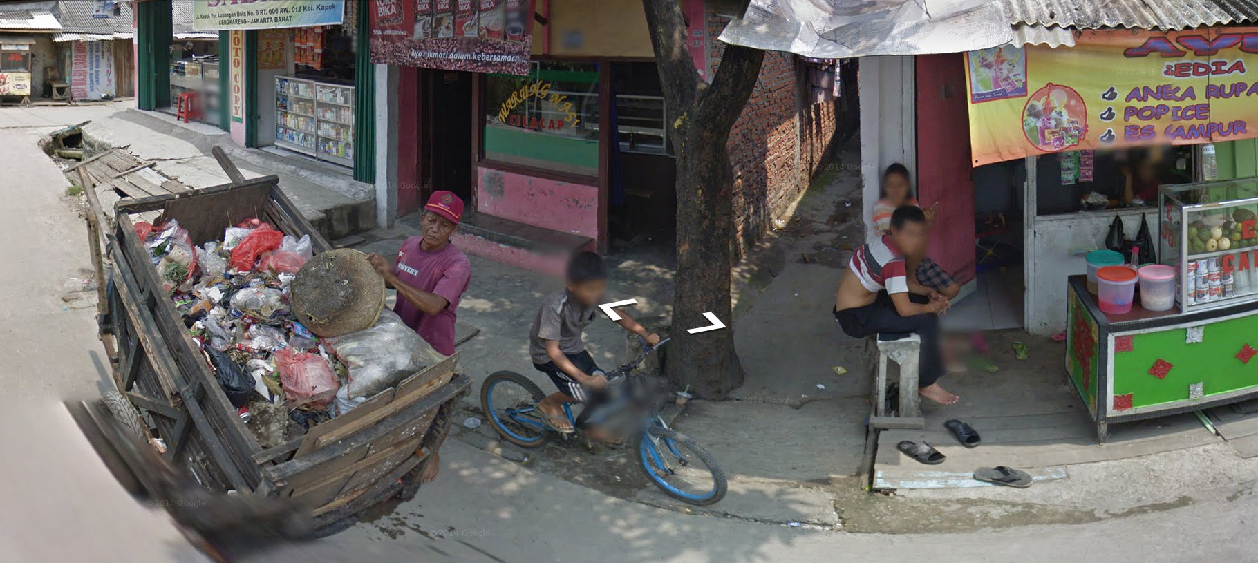 Google Street View Fails To Blur This Indonesian Garbage