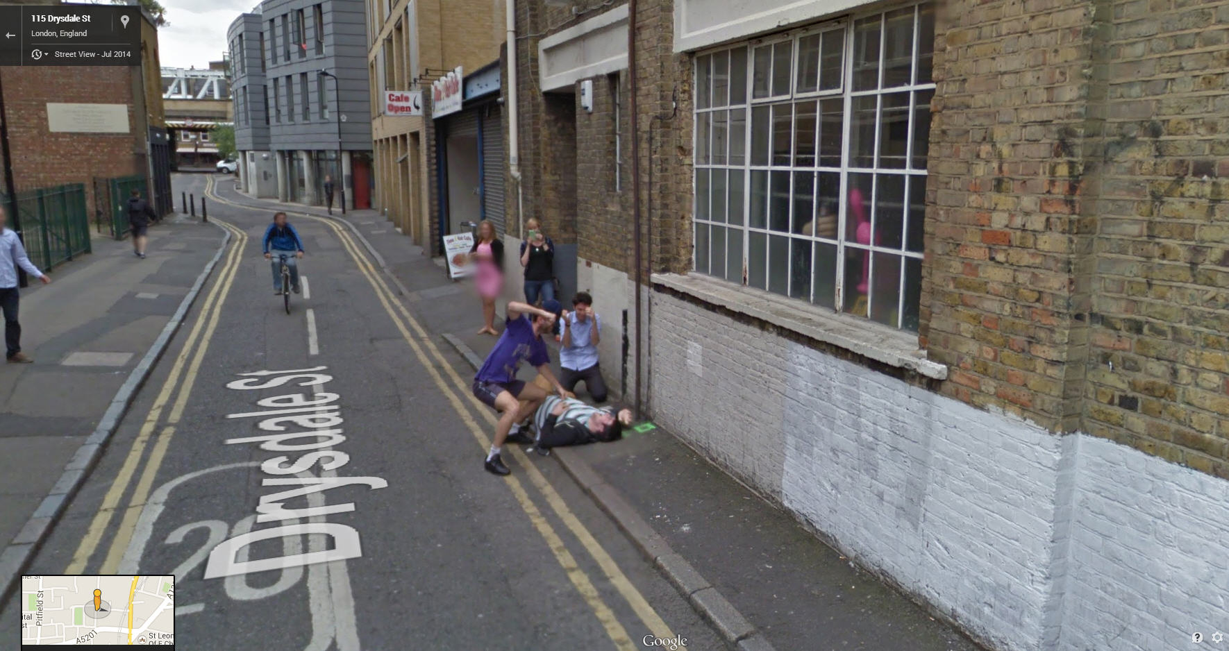 Google Street View captures a mugging on a UK street