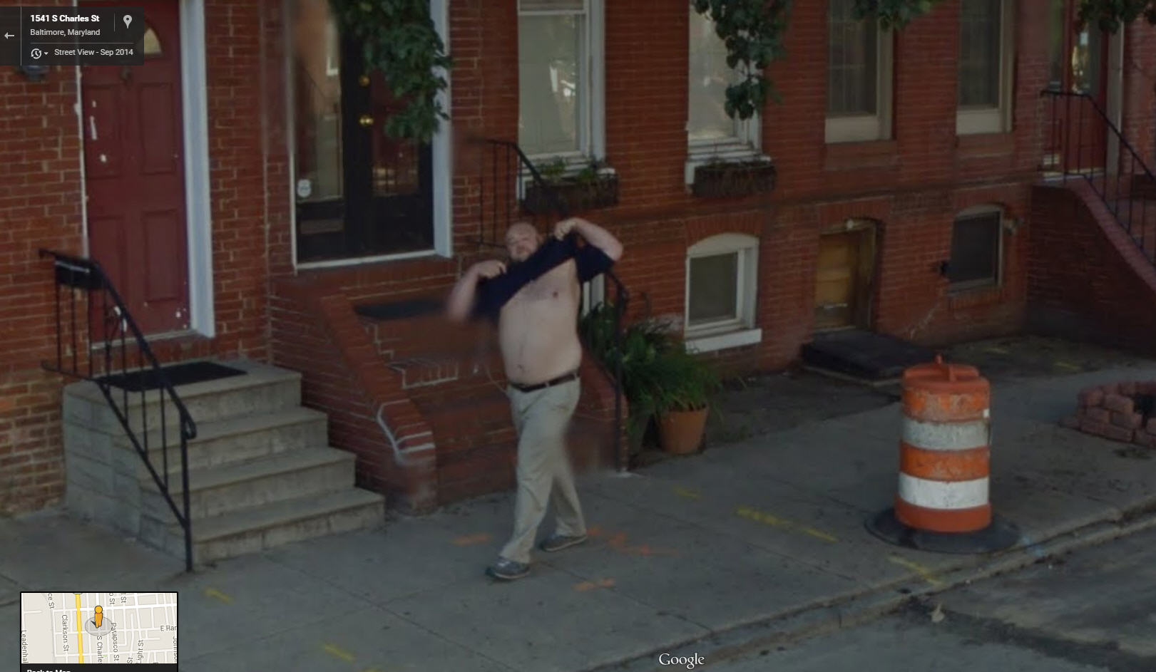Chica flashes google street view