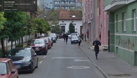 Google Street View captures a crime from start to finish!